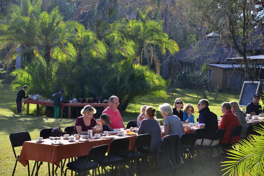 Makutsi breakfast outside